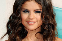 Selena-gomez-beach-waves-hairstyle-side